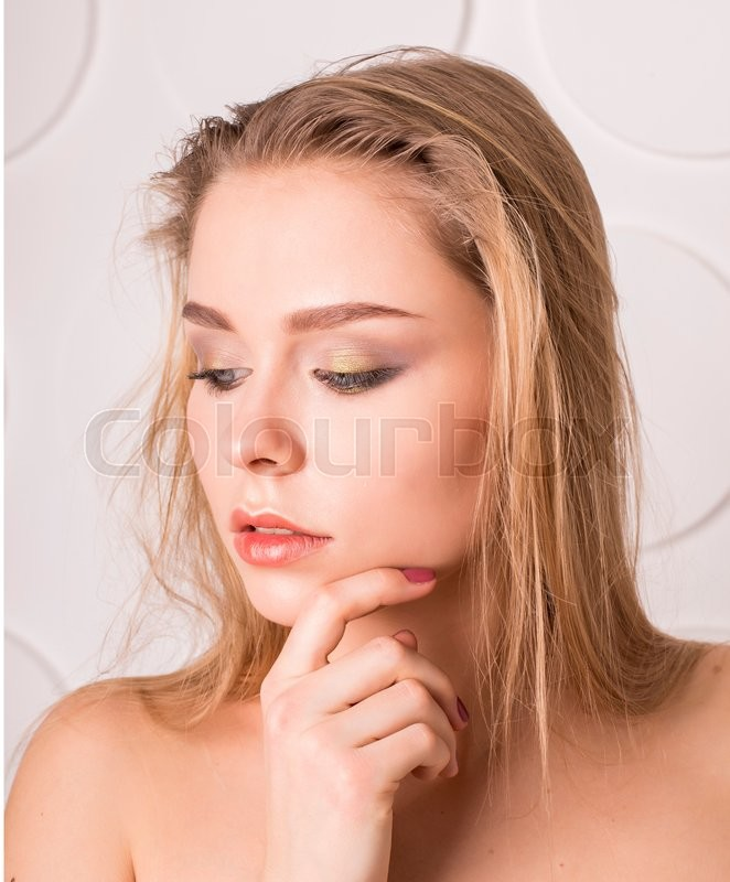 Stock image of 'Beautiful blonde girl with nudes shoulders and natural makeup'