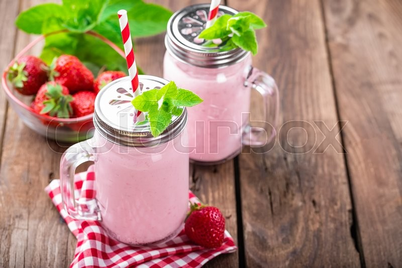 Stock image of 'Strawberry smoothie'