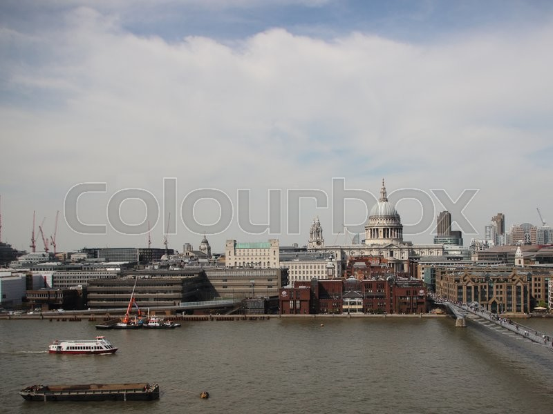 Stock image of 'London Summer View with River Thames and City and Cloudy Sky'