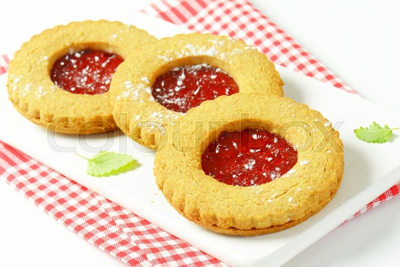 Stock image of 'Round Linzer cookies made from whole wheat flour'