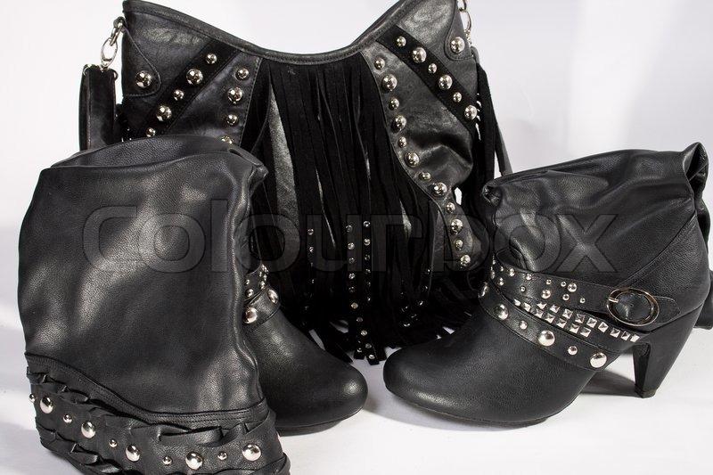 schwarze tasche mit fransen aus leder und biker boots mit. Black Bedroom Furniture Sets. Home Design Ideas