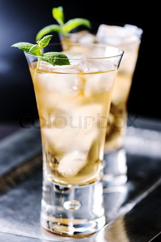 Stock image of 'Beverage with ice cubes in glass.'