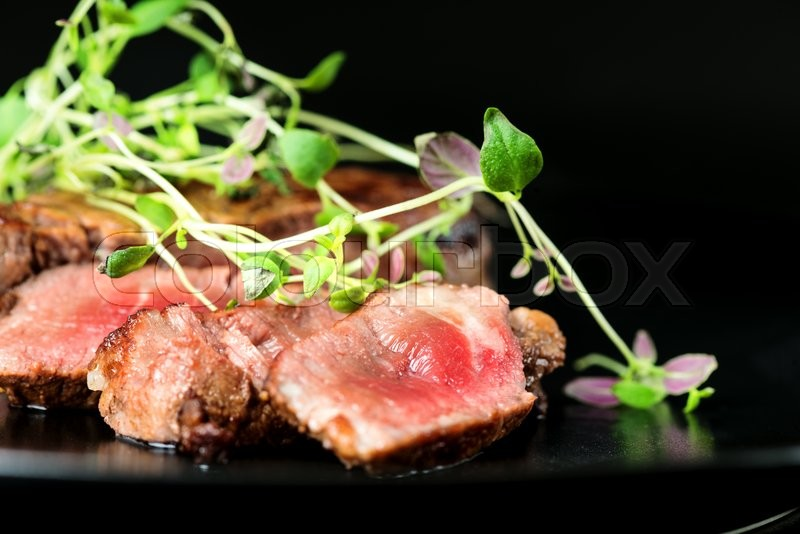 Stock image of 'Delicious beef steak on a plate, close-up'