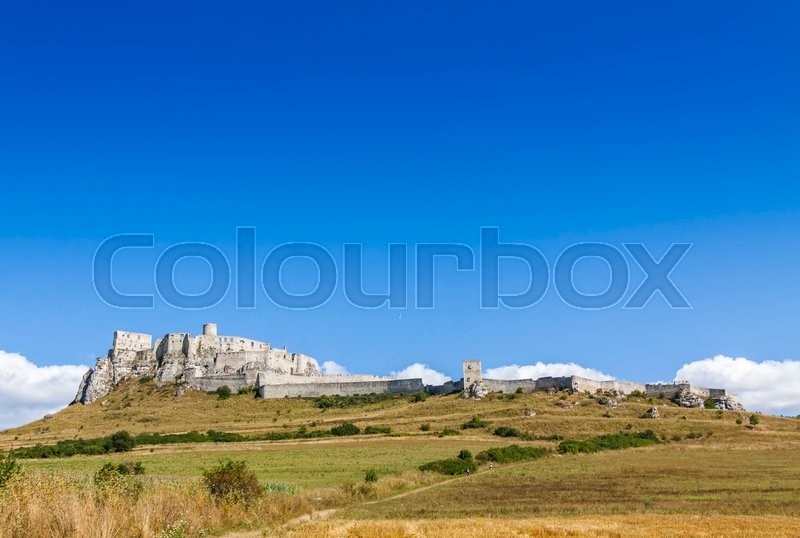Stock image of 'Summer view of Spis Castle (Spissky hrad), Slovakia. One of the largest castle compounds in Central Europe'