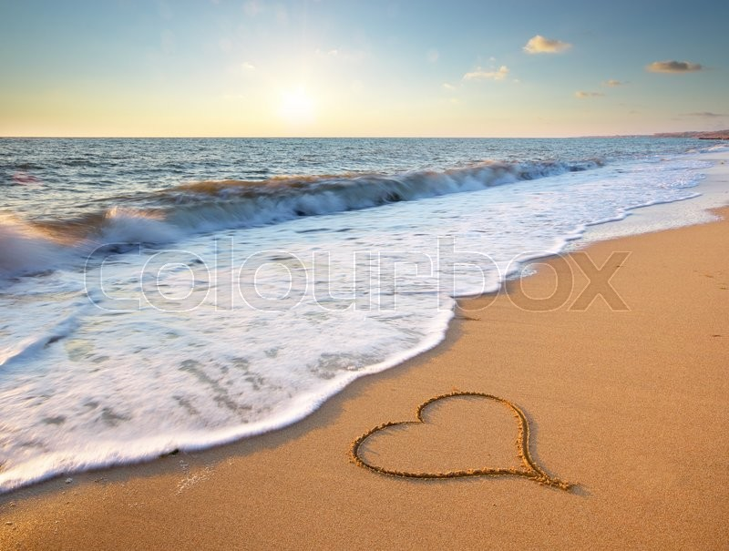 Stock image of 'Heart on beach. Romantic composition.'