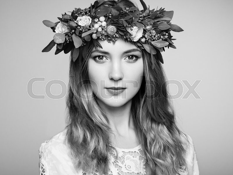 Stock image of 'Beautiful blonde woman with flower wreath on her head. Beauty girl with flowers hairstyle. Perfect makeup. Beauty fashion. Spring woman'