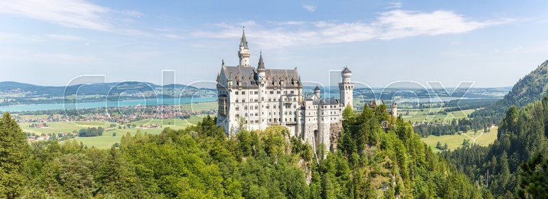 Stock image of 'Beautiful summer view of the Neuschwanstein castle at Fussen Bavaria, Germany'