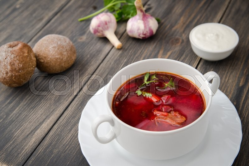 Stock image of 'ukrainian borsch on wooden background close up'