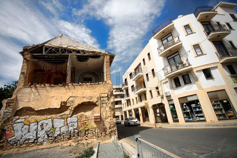 Stock image of 'Larnaca, Cyprus - May 17, 2016: Older from of a building that needs repair'