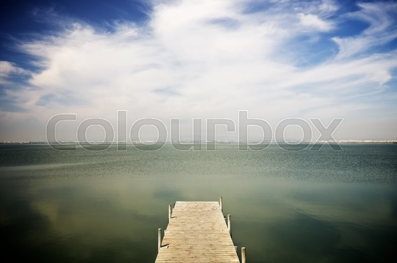 Stock image of 'View of a wooden pier in Albufera lake, Valencia, Spain.'