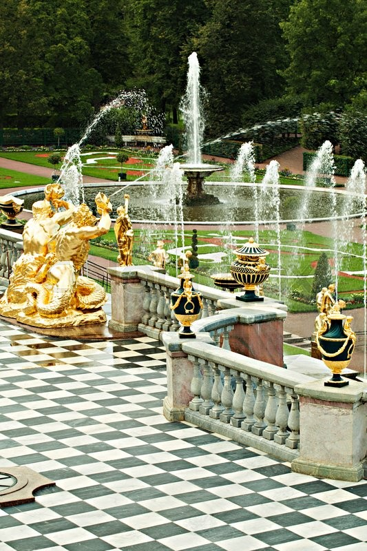 Stock image of 'Baroque Style Petergof Palace, Russia Saint Petersburg. Balustrade and Fountain'