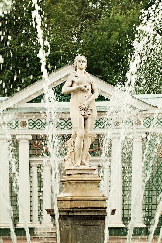 Stock image of 'Eve Temptation, Pavilion and Fountain Eve in Peterhof. Saint Petersburg Russia. '