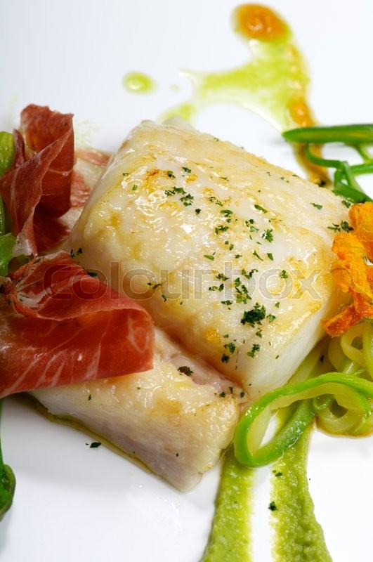 Stock image of 'hake fillet  with ham and vegetable sauce'
