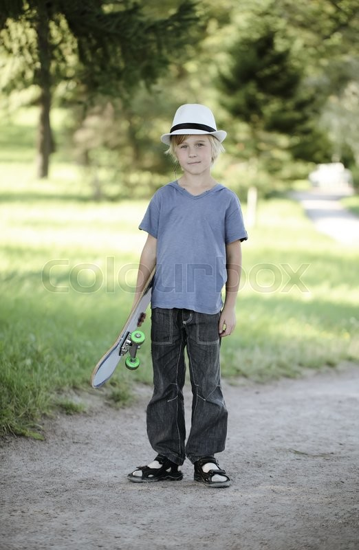 Stock image of 'Kid with skateboard outdoors'
