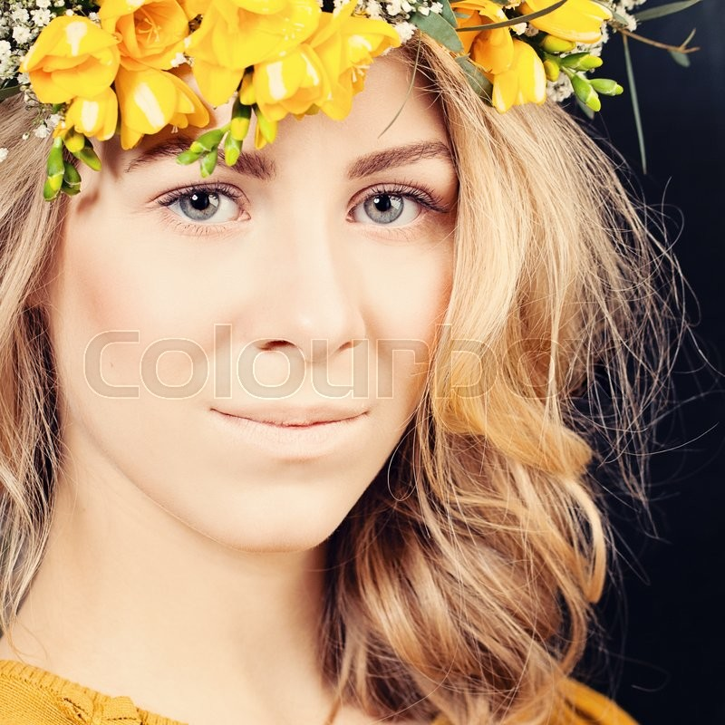 Stock image of 'Sexy Woman Fashion Model. Face Closeup. Makeup and Long Blonde Hair'