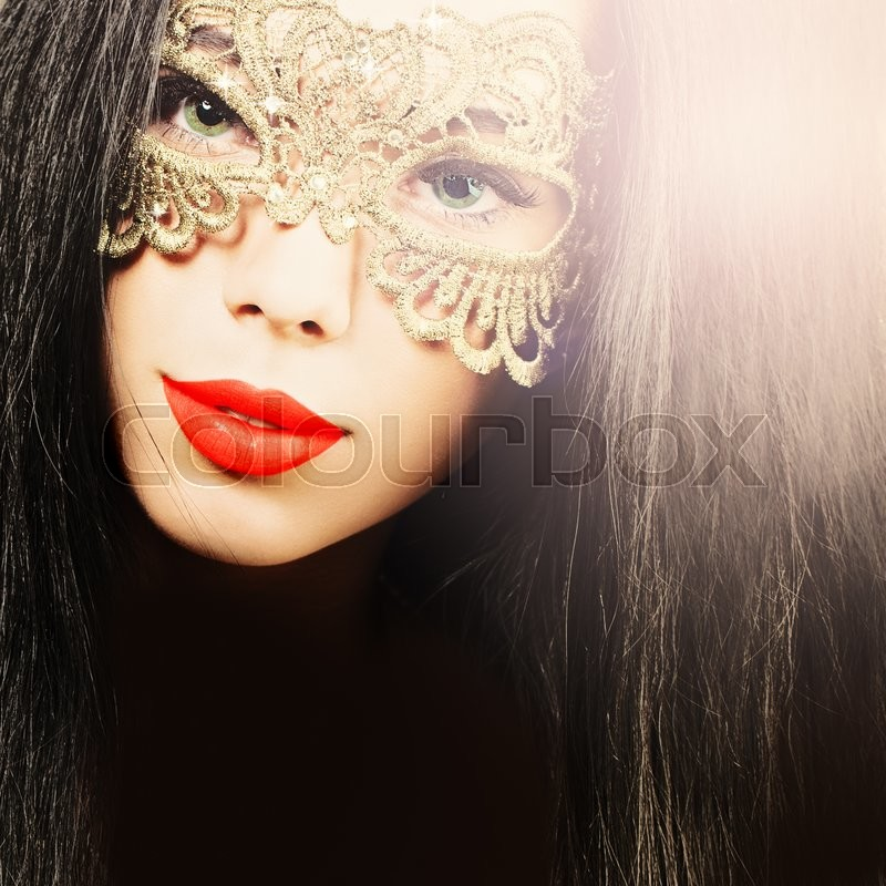 Stock image of 'Beautiful young woman in carnival mask'