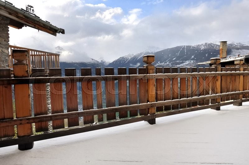 Stock image of 'wooden  railing of a terrace with snow -  cottage in Savoie - France'