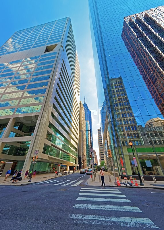 Stock image of 'Arch Street view with skyscrapers reflected in glass in the City Center of Philadelphia, Pennsylvania, USA. It is central business district in Philadelphia. Tourists in the street'