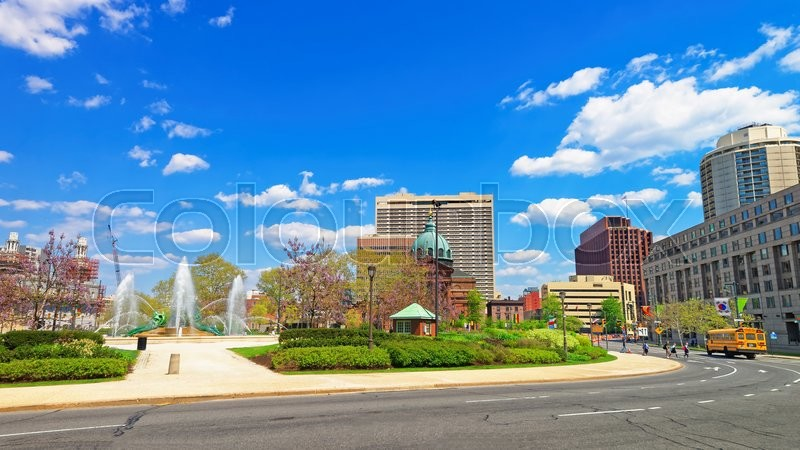 Stock image of 'Cathedral Basilica of Saints Peter and Paul of Philadelphia, Pennsylvania, USA. Logan Square with Swann Memorial Fountain on the left. Tourists in the street.'