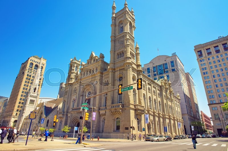 Stock image of 'Masonic Temple and skyscrapers in the Old City of Philadelphia, in Pennsylvania, the USA. Tourists in the street. The Temple is placed near City Hall'