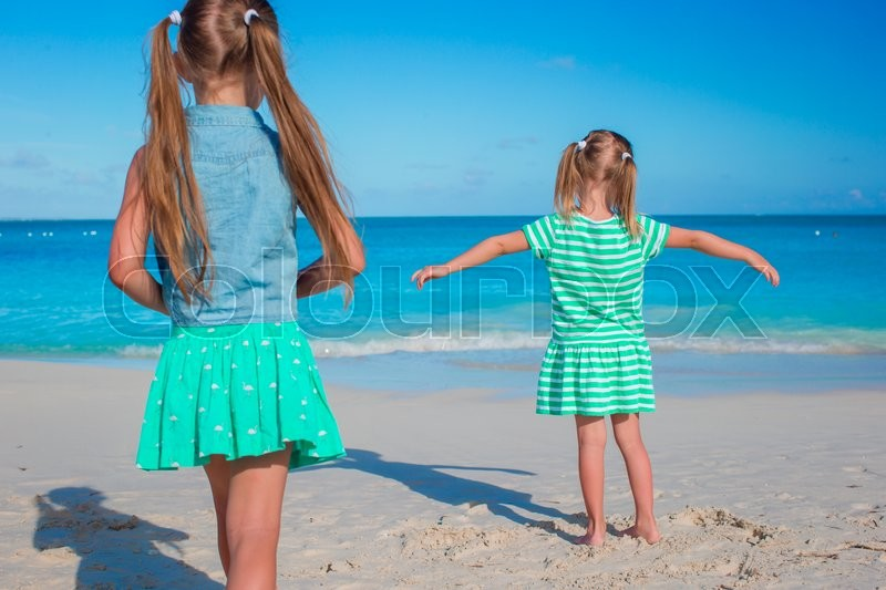 Stock image of 'Adorable little sisters at beach during summer vacation'