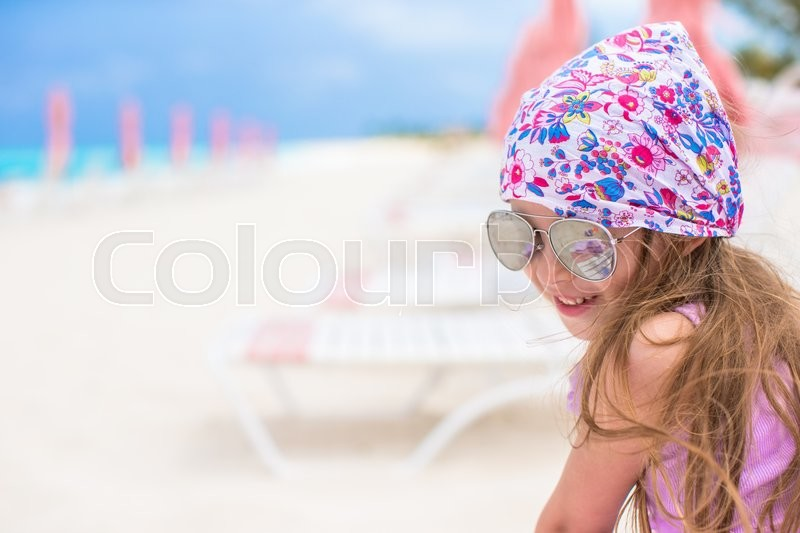 Stock image of 'Cute little girl in hat at beach during summer vacation'