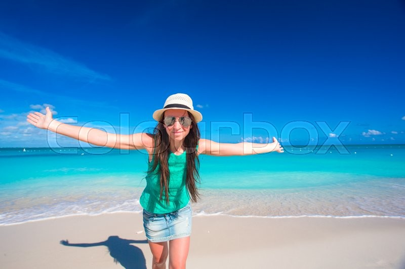 Stock image of 'Young beautiful woman on beach during tropical vacation'
