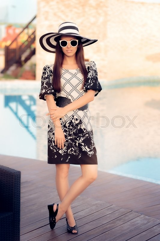 Stock image of 'Portrait of a beautiful girl with hat and glasses in vacation resort'