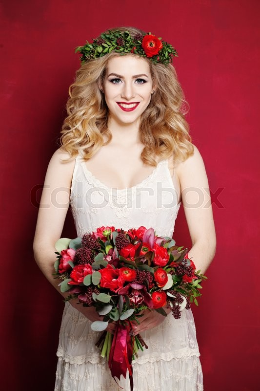Stock image of 'Fashion Woman with Curly Blond Hair. Bride with Flowers'