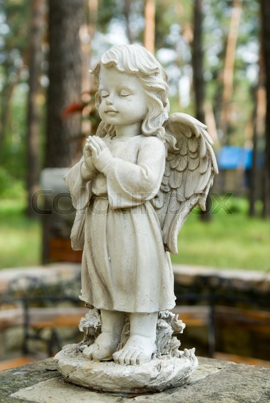 Stock image of 'the little angel statue in city park'