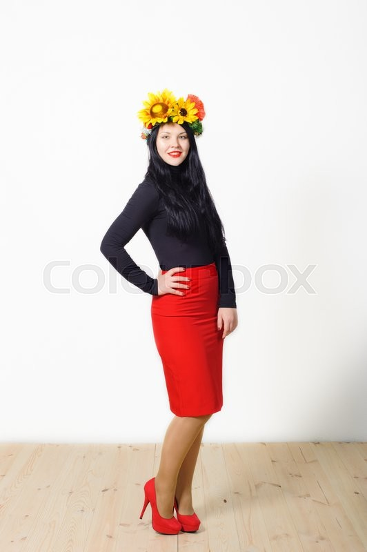 Stock image of 'beautiful girl with a wreath on his head on a light background'