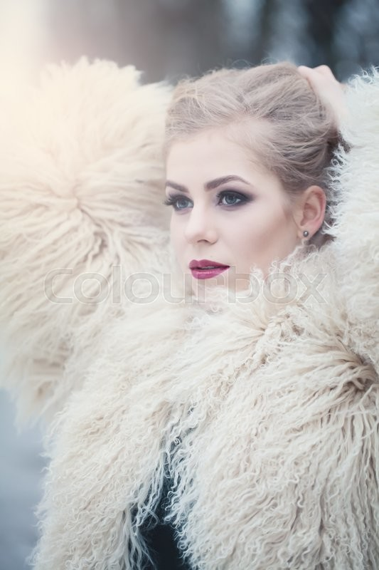 Stock image of 'Fashion Beauty Portrait of Magnificent Woman Outdoors'