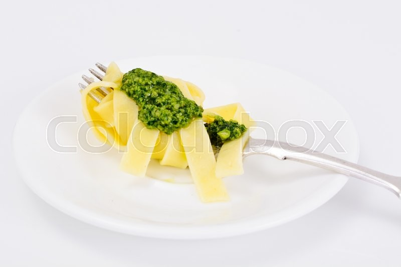 Stock image of 'Fettuccine and Tagliatelle with Basil Pesto Studio Photo'