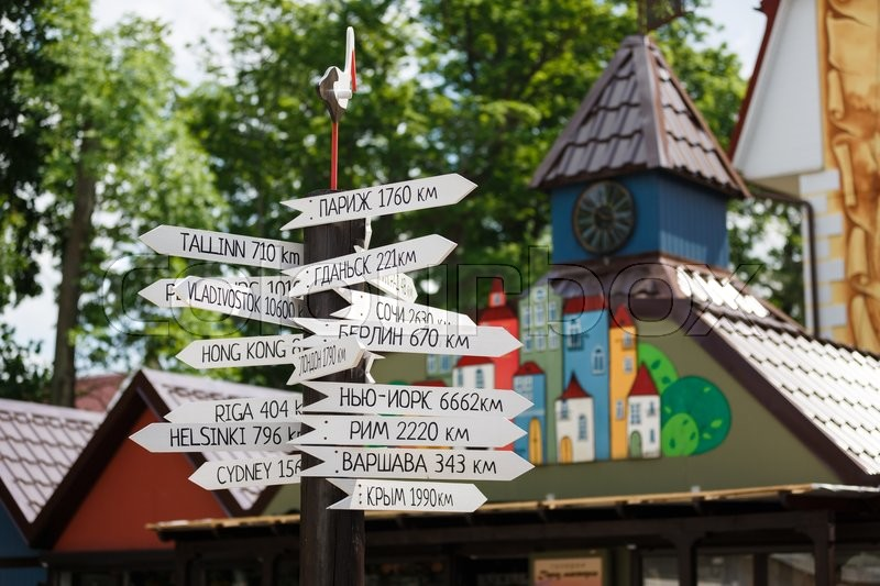 Stock image of 'Yantarny, Russia - June 01 2016: Index distances to cities around the world'