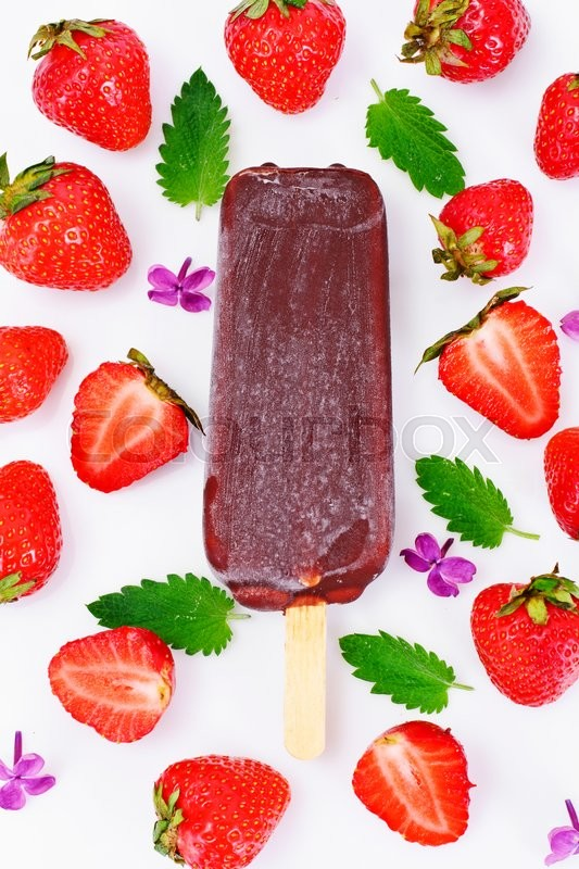 Stock image of 'Ice Cream with Strawberries Studio Photo\'