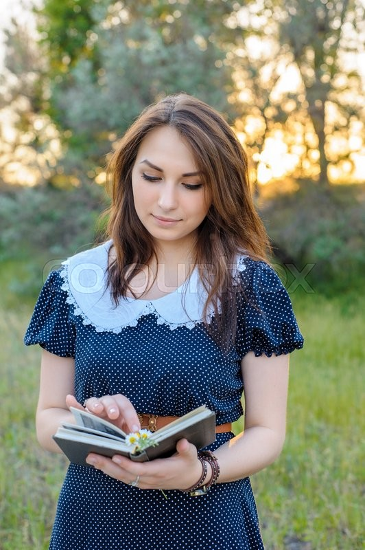 Stock image of 'Young girl reading a book'