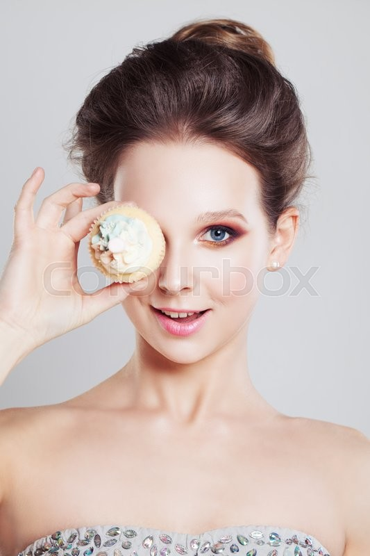 Stock image of 'Happy Girl holding Sweet Cake'