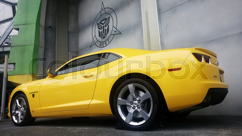 Stock image of 'SINGAPORE, JUN 04, 2016: Real Size Yellow Chevrolet Camaro Car or Bumblebee Robot in Transformer Movie'