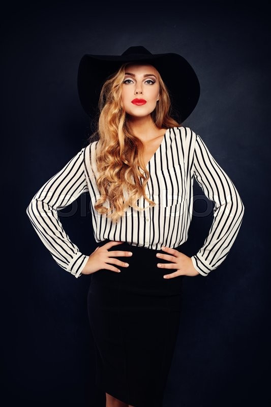 Stock image of 'Elegant Blonde Model in Hat'