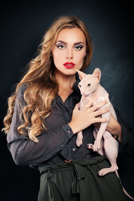 Stock image of 'Fashion Woman with Cat'