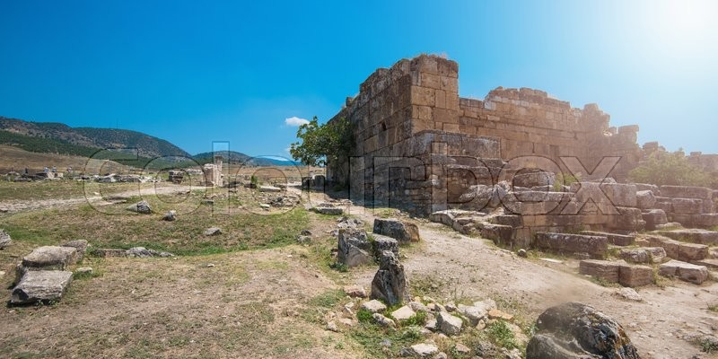 Stock image of 'Pammukale, Turkey - July, 2015: photo of ancient city Hierapolis, near modern turkey city Denizli'