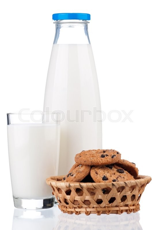 Stock image of 'Glass of milk and chocolate chip cookies, isolated on white background '