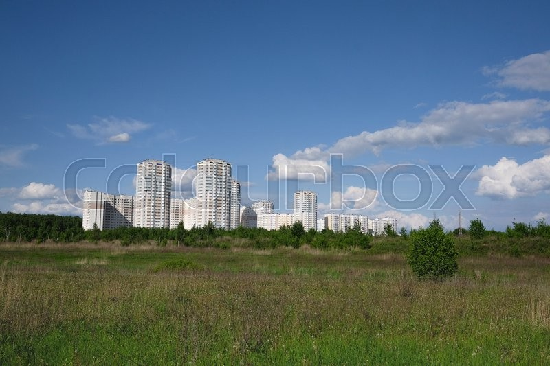 Stock image of 'Landscape with the image of field and modern houses'