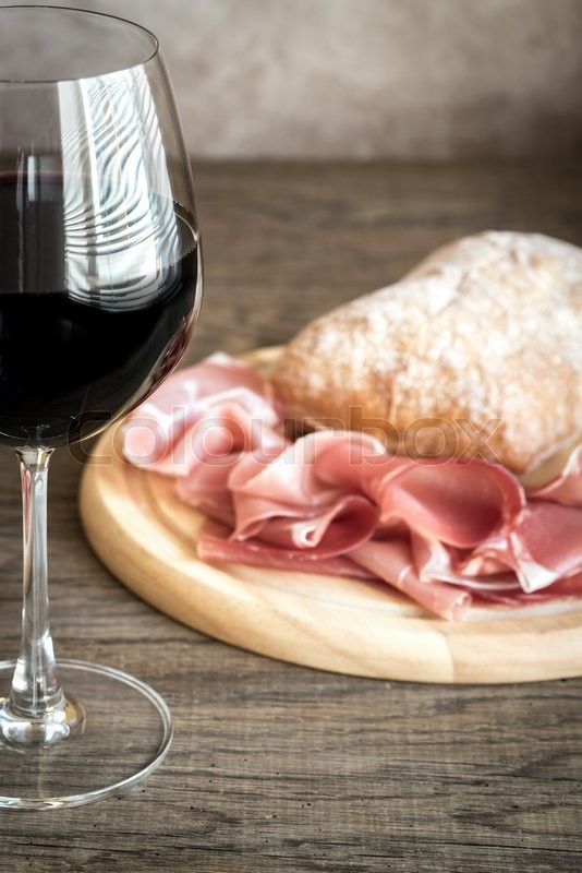 Stock image of 'Red wine with prosciutto and ciabatta'