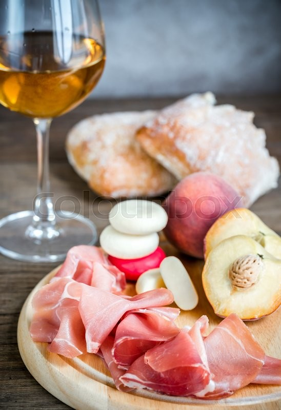 Stock image of 'White wine with prosciutto and ciabatta'
