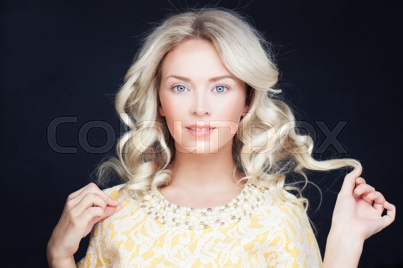 Stock image of 'Perfect Woman with Blonde Curly Hair. Wavy Hairstyle'