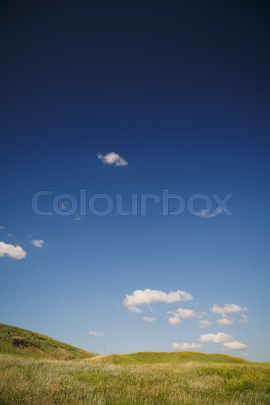 Stock image of 'field with hills under the scorching sun on a summer day'
