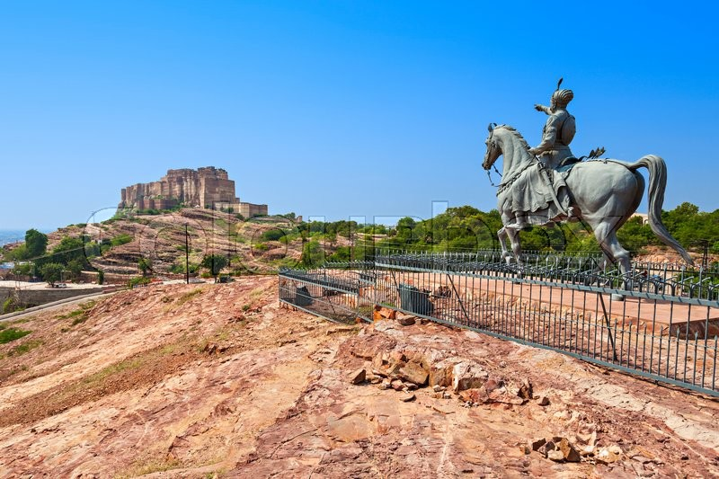 Stock image of 'Rao Jodha statue and Mehrangarh Fort in Jodhpur, India'