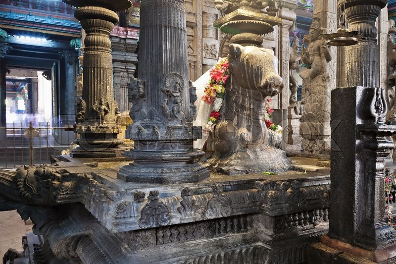 Stock image of 'MADURAI, INDIA - MARCH 22, 2012: Holy Bull monument inside Meenakshi Temple in Madurai, Tamil Nadu, India'