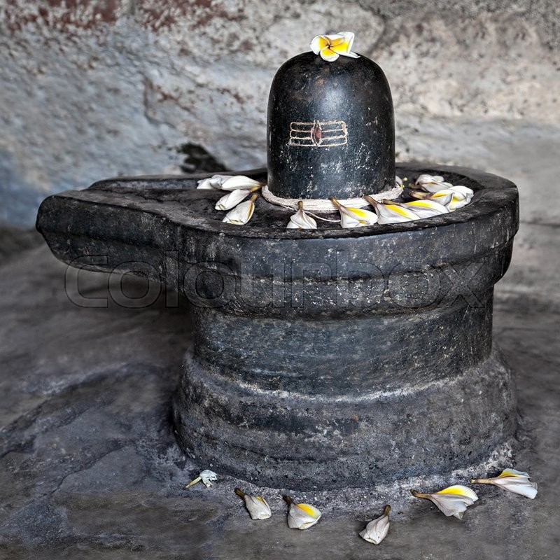 Stock image of 'Monolith shiva lingam in the cave, India'